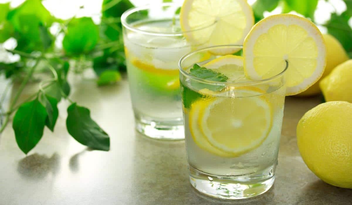 czy warto stosować wodę z cytryną