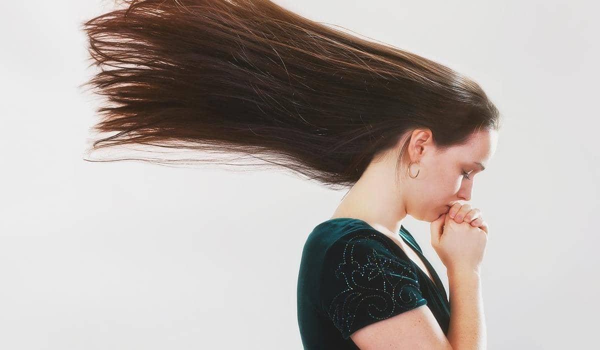 jak szampony działają na porost włosów