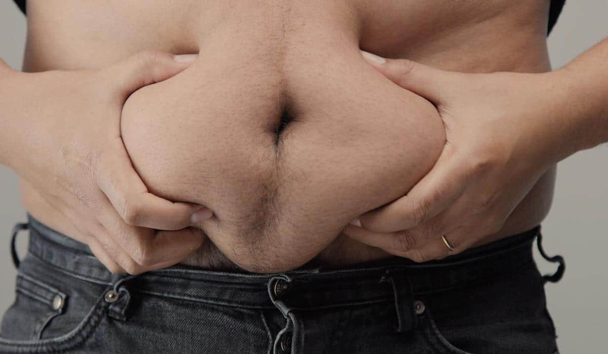 dlaczego tłuszcz gromadzi się w okolicy brzucha