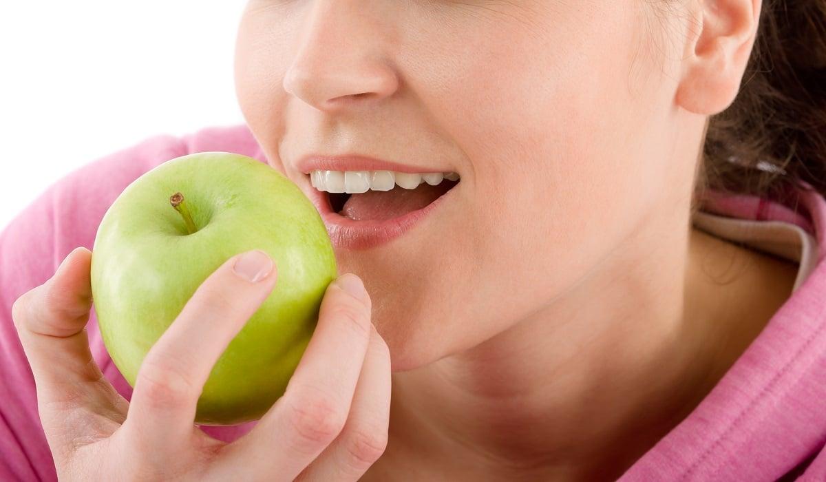 jedzenie niemytych owoców jako droga zarażenia pasożytami